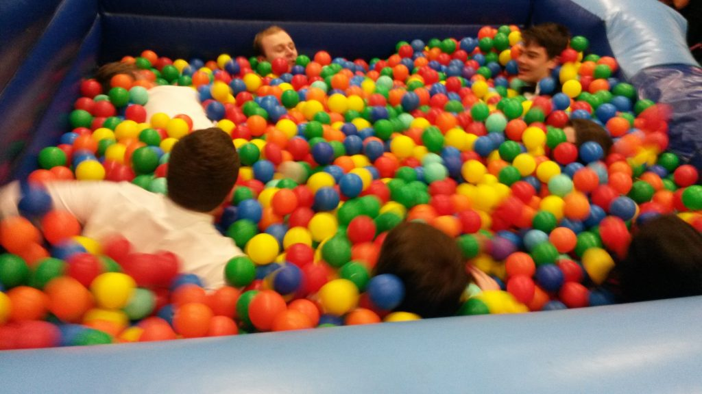 inflatable-adult-ball-pit-11x11x3-45000-2
